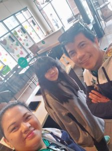 At Starbucks with Mom and Dad... (Dad practiced his accent... hihihi)